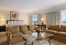 days_inn_Algonquin_suite